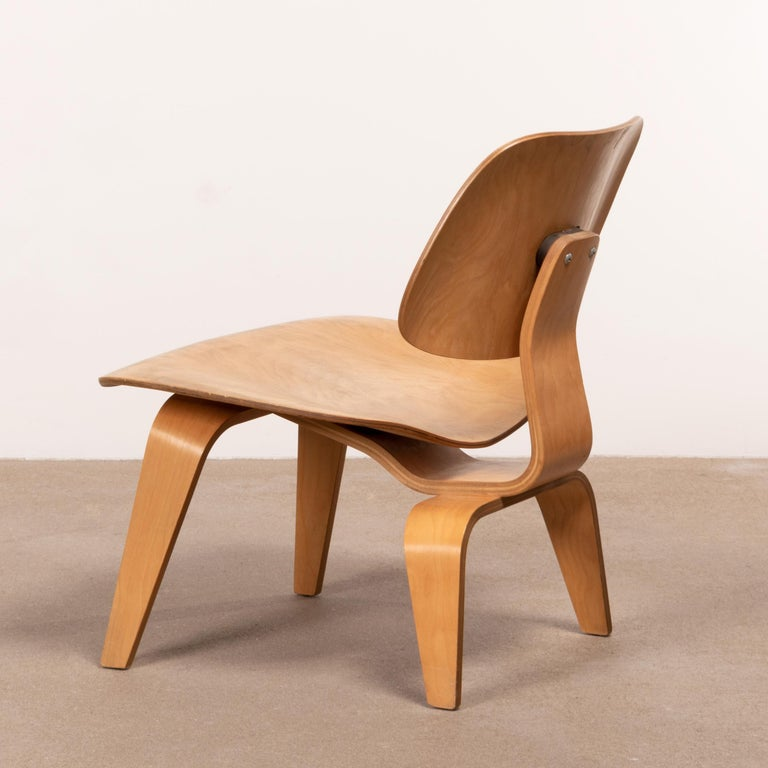 Charles & Ray Eames Early LCW Maple Lounge Chair for Herman Miller, 1952 In Good Condition For Sale In Amsterdam, NL