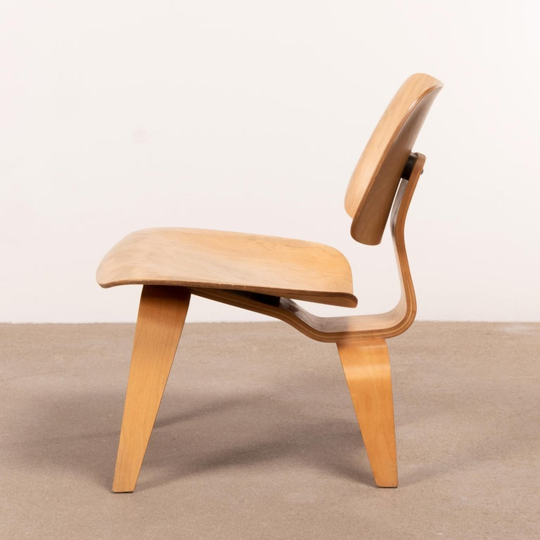 Mid-20th Century Charles & Ray Eames Early LCW Maple Lounge Chair for Herman Miller, 1952 For Sale