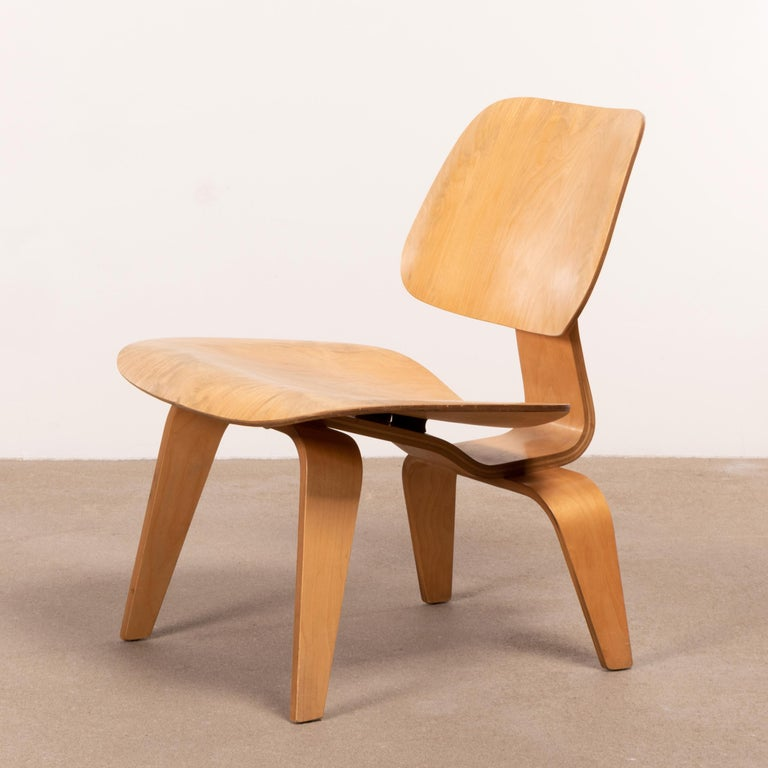 Charles & Ray Eames Early LCW Maple Lounge Chair for Herman Miller, 1952 For Sale 1