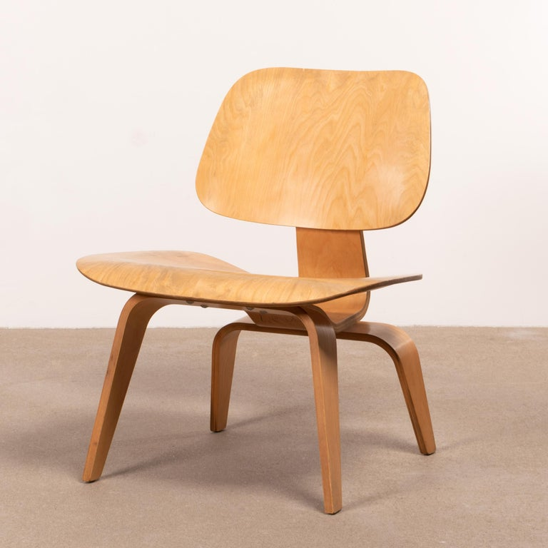 Charles & Ray Eames Early LCW Maple Lounge Chair for Herman Miller, 1952 For Sale 2
