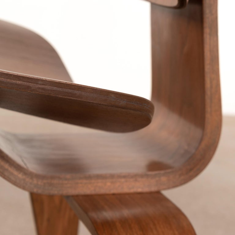 Charles & Ray Eames Early LCW Walnut Lounge Chair for Herman Miller 4
