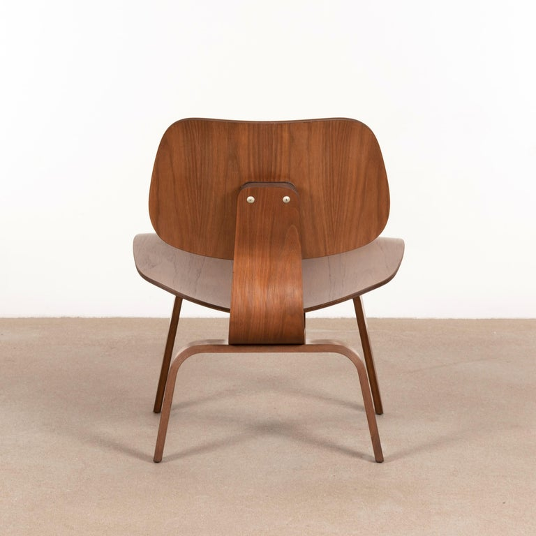 Mid-Century Modern Charles & Ray Eames Early LCW Walnut Lounge Chair for Herman Miller