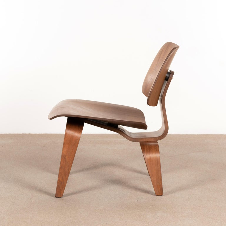 Molded Charles & Ray Eames Early LCW Walnut Lounge Chair for Herman Miller