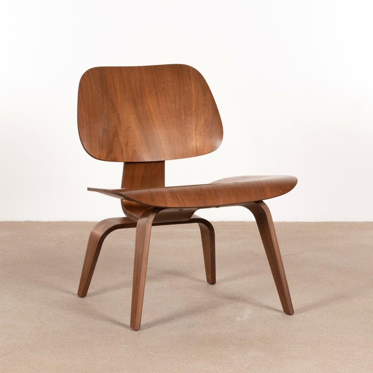 Mid-20th Century Charles & Ray Eames Early LCW Walnut Lounge Chair for Herman Miller