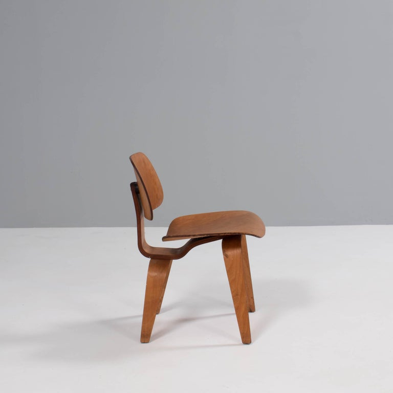 Mid-20th Century Charles & Ray Eames for Herman Miller DCW Dining Chairs, 1950s Set of 2 For Sale