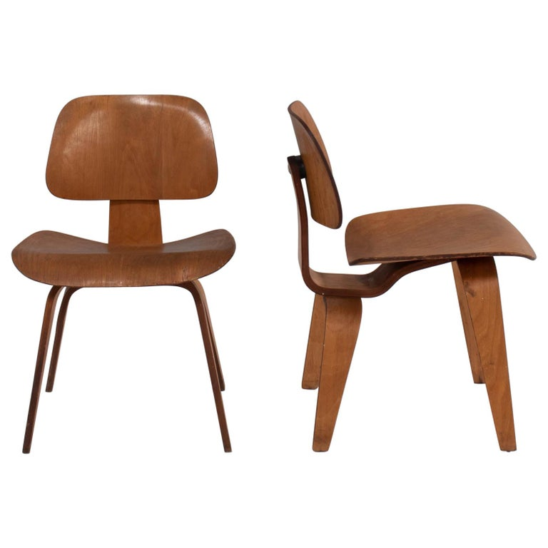 Charles & Ray Eames for Herman Miller DCW Dining Chairs, 1950s Set of 2 For Sale