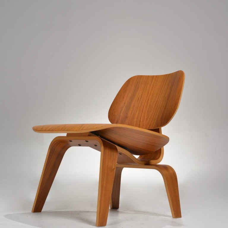 Charles and Ray Eames for Herman Miller LCW Walnut Lounge Chair For Sale 2