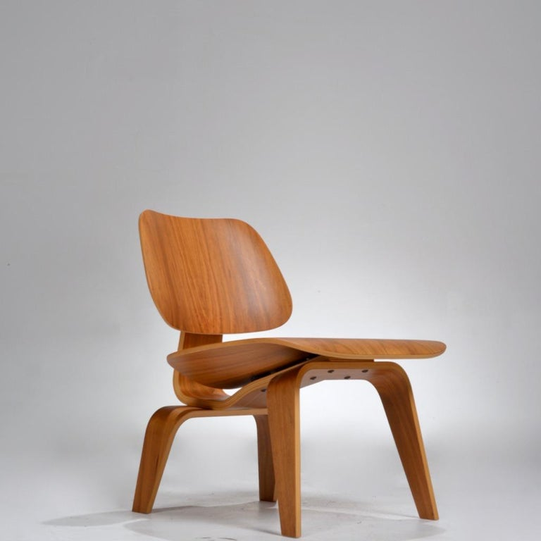 Molded plywood lounge chair, designed by Charles and Ray Eames for Herman Miller by Evans Production (Evans Molded Plywood Division.)