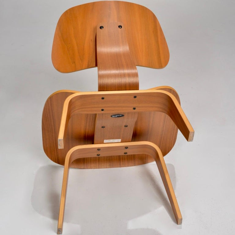 Plywood Charles and Ray Eames for Herman Miller LCW Walnut Lounge Chair For Sale