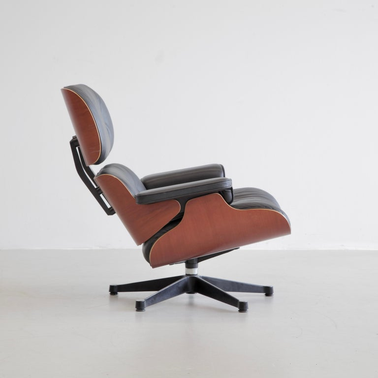Mid-Century Modern Charles & Ray Eames Lounge Chair and Footstool, Vitra 1999 For Sale