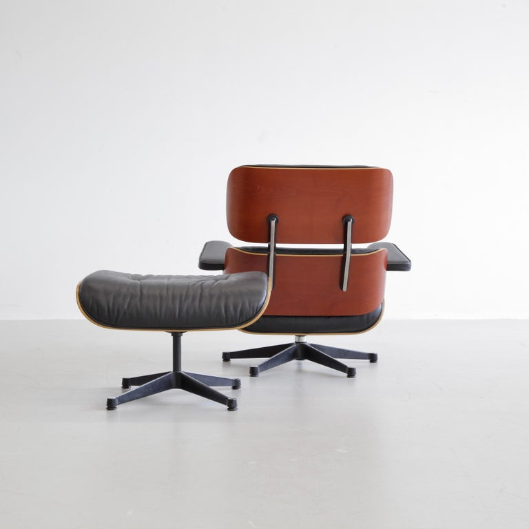 Charles & Ray Eames Lounge Chair and Footstool, Vitra 1999 In Good Condition For Sale In Berlin, Berlin