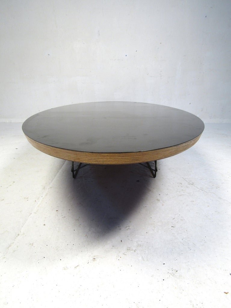 Charles & Ray Eames Surfboard Coffee Table for Herman Miller In Good Condition For Sale In Brooklyn, NY