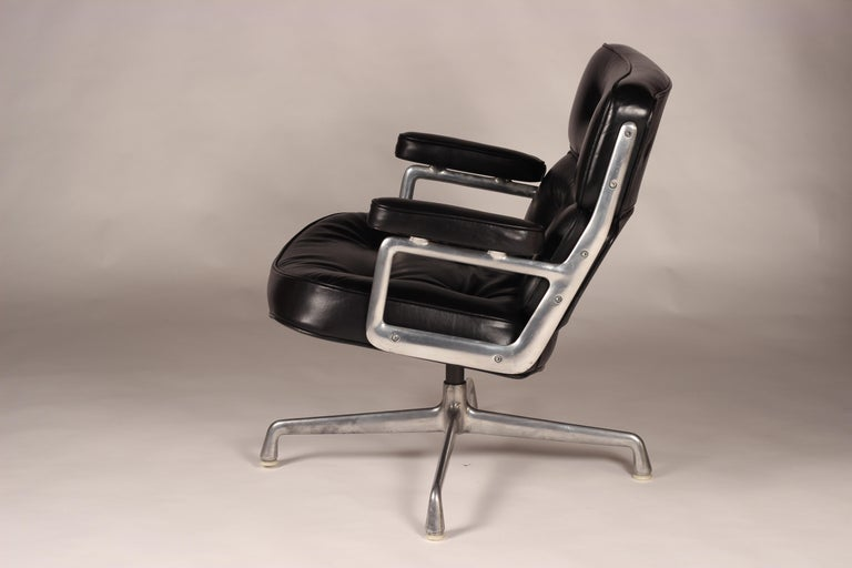 Modern Charles & Ray Eames Time Life Lobby Chair For Sale