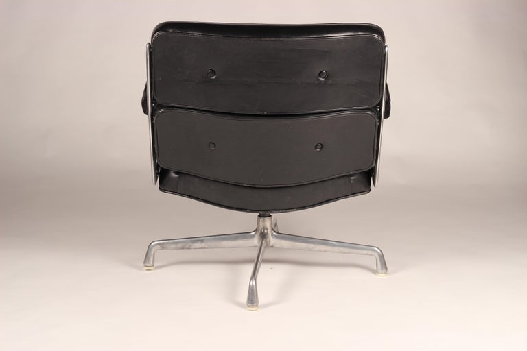Charles & Ray Eames Time Life Lobby Chair In Good Condition For Sale In London, GB