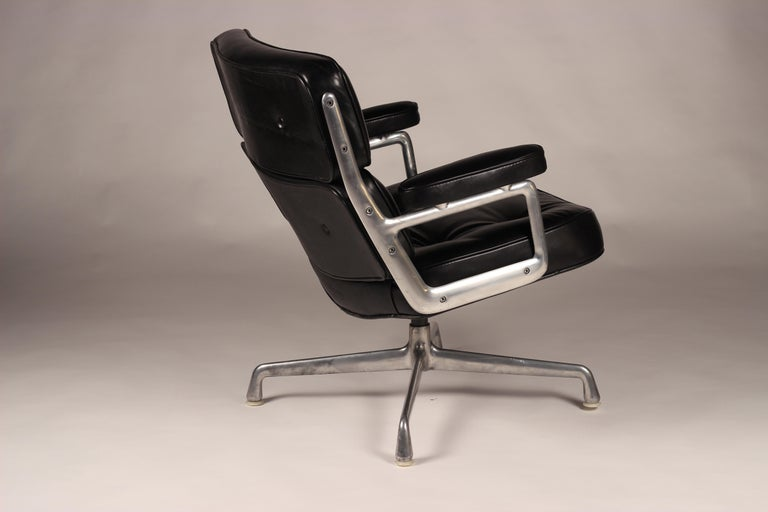 Leather Charles & Ray Eames Time Life Lobby Chair For Sale