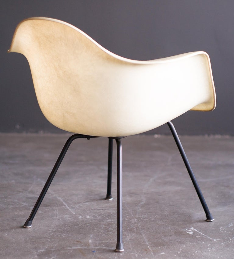 Mid-Century Modern Charles & Ray Eames Zenith Plastics Rope Edge LAX Lounge Chair For Sale