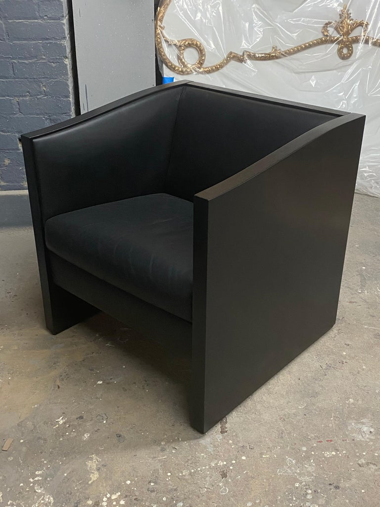 Beautiful solid dark wood, rich forest green leather, great condition!!!!! See photos. Cassina made in Italy. Dimensions: Height 27.5