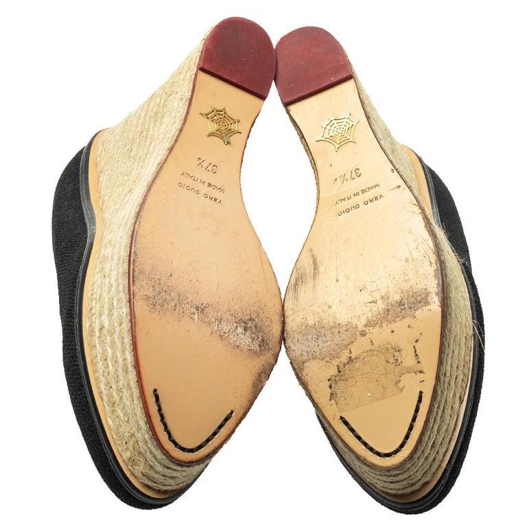 Charlotte Olympia Black Raffia Carmen Wedge Espadrilles Pumps Size 37.5 In Good Condition For Sale In Dubai, Al Qouz 2
