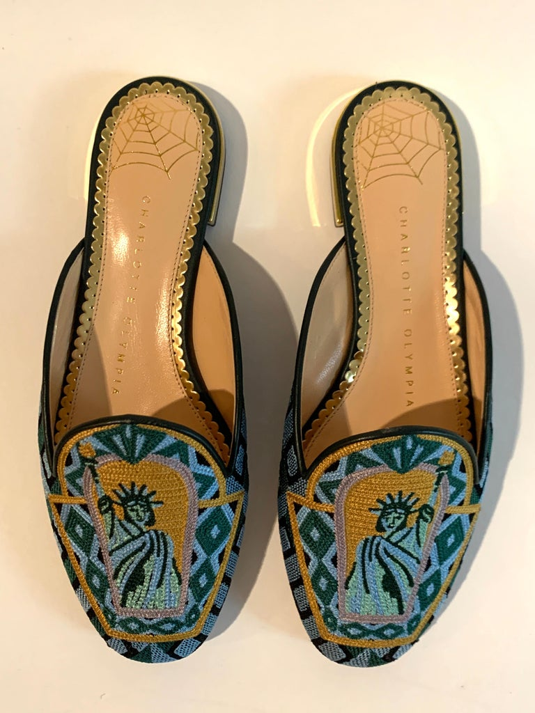 Charlotte Olympia Statue of Liberty Embroidered Mule Slide Flat Shoe In Excellent Condition For Sale In San Francisco, CA