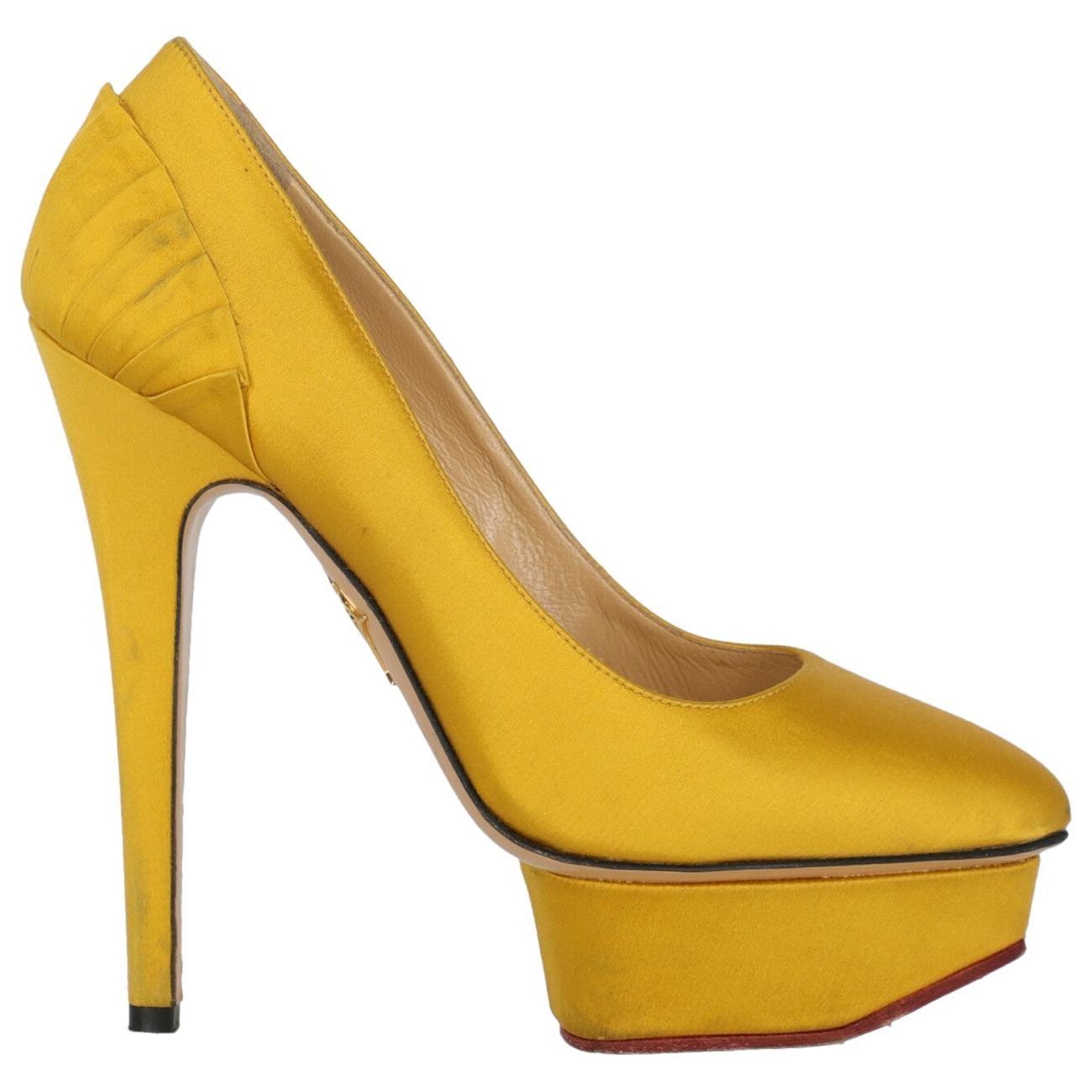 Charlotte Olympia Woman Pumps Yellow Fabric IT 36