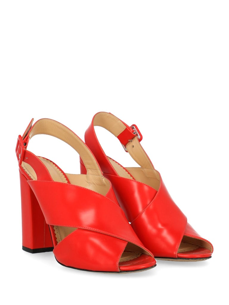 Shoe, leather, solid color, braided, buckle fastening, silver-tone hardware, branded insole, high heel.  Product Condition: Very Good Heel: visible stains. Sole: visible signs of use. Upper: negligible stains. Insole: negligible