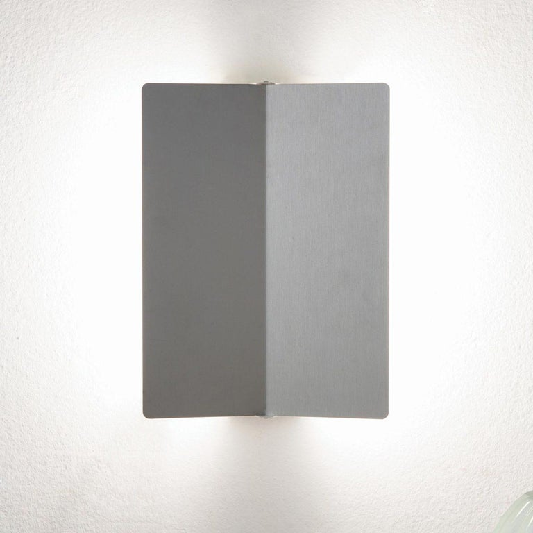 Charlotte Perriand 'Applique à Volet Pivotant' Wall Light in Natural Aluminum For Sale 4