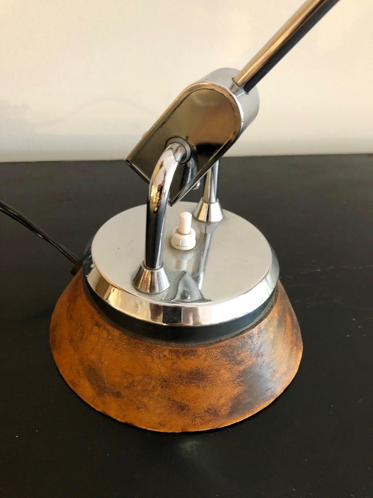 Elegant design for Jumo lighting from the late 1930s with the extra-rare leather wrapped base. Beautiful counter-balance movement.