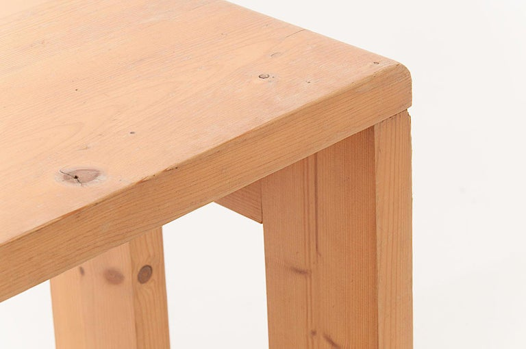 Minimalist Charlotte Perriand Stool in Pine, for les Arcs ski Resort in the 1960s, Blond For Sale