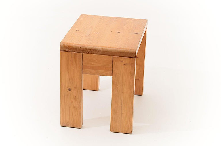 Charlotte Perriand Stool in Pine, for les Arcs ski Resort in the 1960s, Blond In Good Condition For Sale In Auribeau sur Siagne, FR