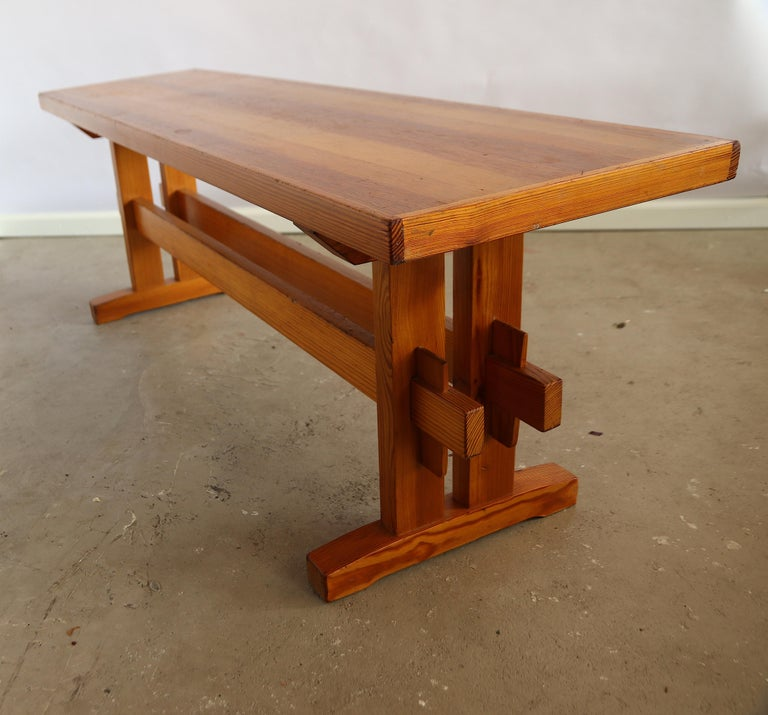 Mid-Century Modern Charlotte Perriand Style Sitting Bench in Pine, France, 1960s For Sale