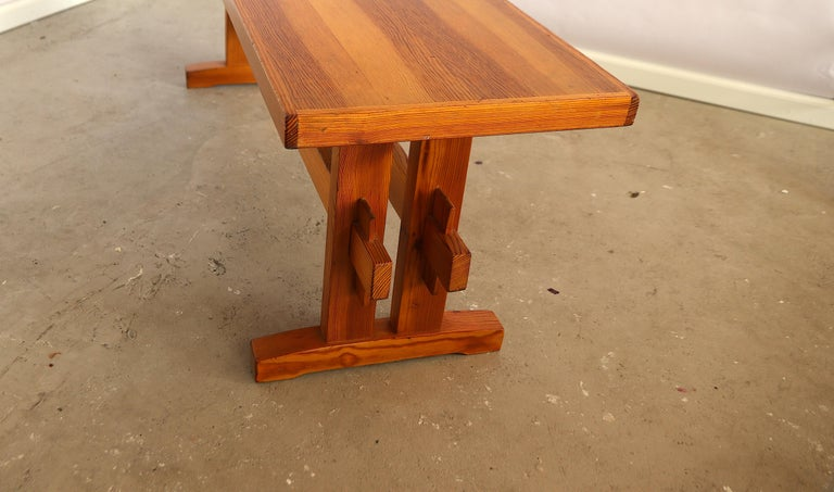 Charlotte Perriand Style Sitting Bench in Pine, France, 1960s In Good Condition For Sale In Amsterdam, NL