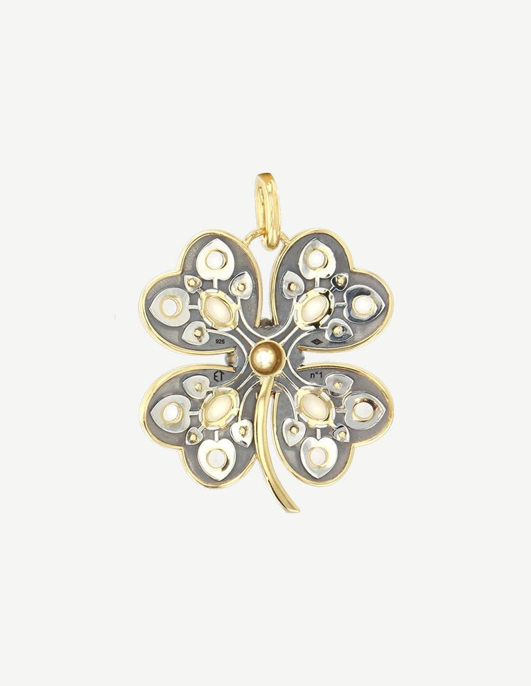 Opals, Topaz and Akoya Pearl Diamonds Paving :0,33ct 18k Yellow Gold : 10g Distressed Silver : 7g Dimensions: 40 x 40 mm Made in France  Clover-shaped Charm made out of yellow gold and patinated silver. Set with opals, white topaz and an akoya pearl