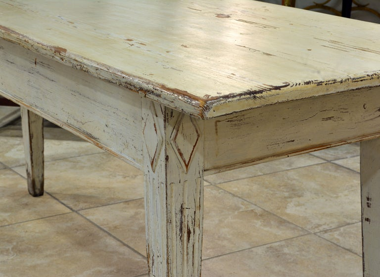 Charming 19th Century Swedish Gustavian Style Painted Pinewood Farm Table In Good Condition For Sale In Ft. Lauderdale, FL