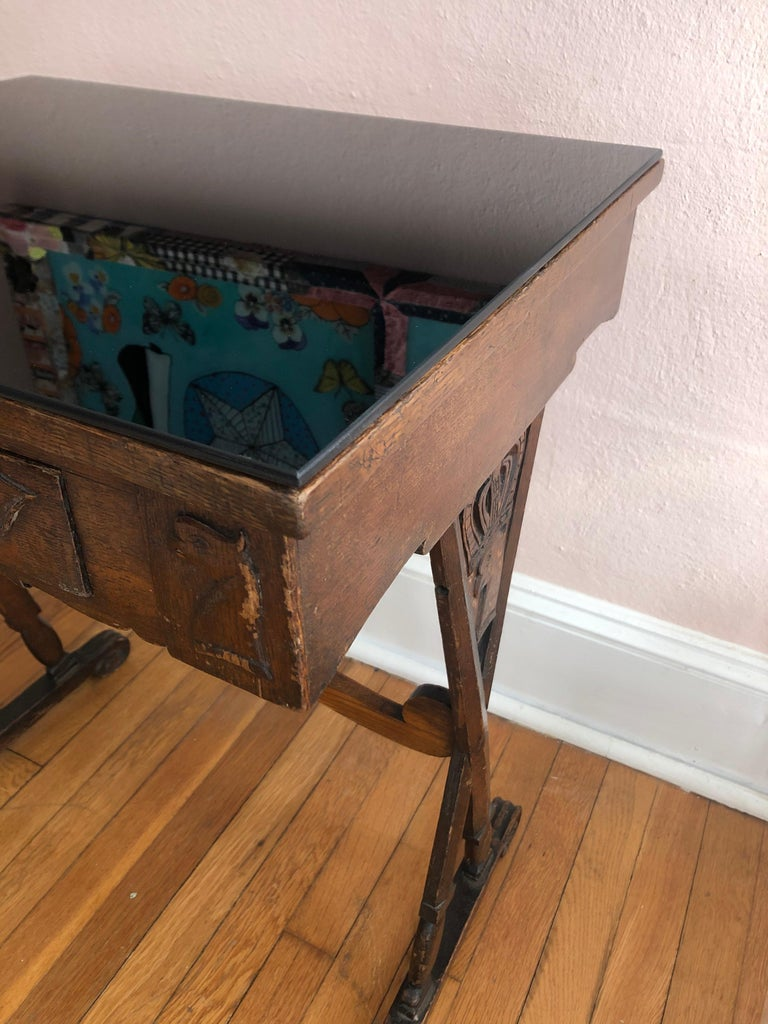 Charming Antique English Carved Oak End Table with Crown and Black Glass Top For Sale 2