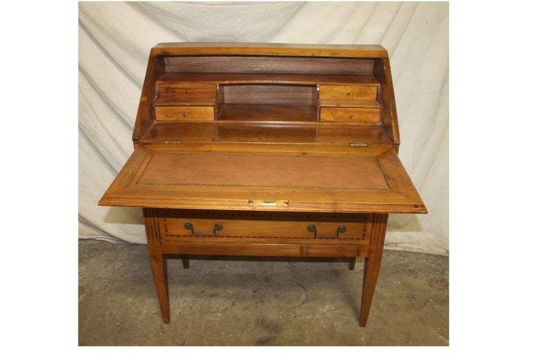 Charming Early 20th Century Desk Scriban In Good Condition For Sale In Atlanta, GA