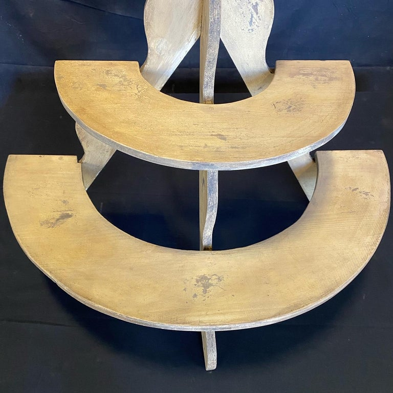 Charming Early American Three Tiered Plant Stand with Original Paint In Good Condition For Sale In Hopewell, NJ