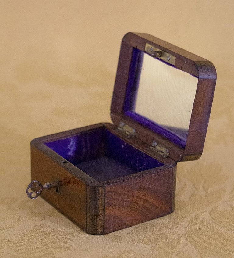 Charming Little Mahogany Jewelry Box Louis-Philippe Period, 19th Century In Good Condition For Sale In Beuzevillette, FR