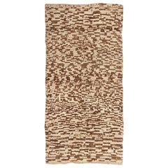 Charming Midcentury Moroccan Rug. Size: 5 ft x 10 ft (1.52 m x 3.05 m)