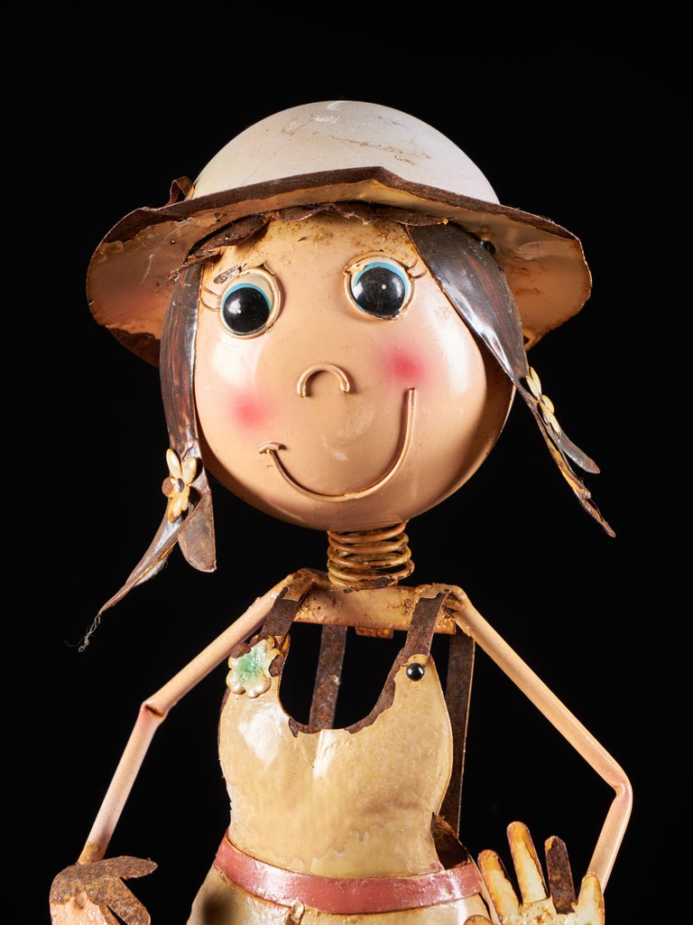 Metal Charming Tin Female Cartoon Model with Moving Head For Sale