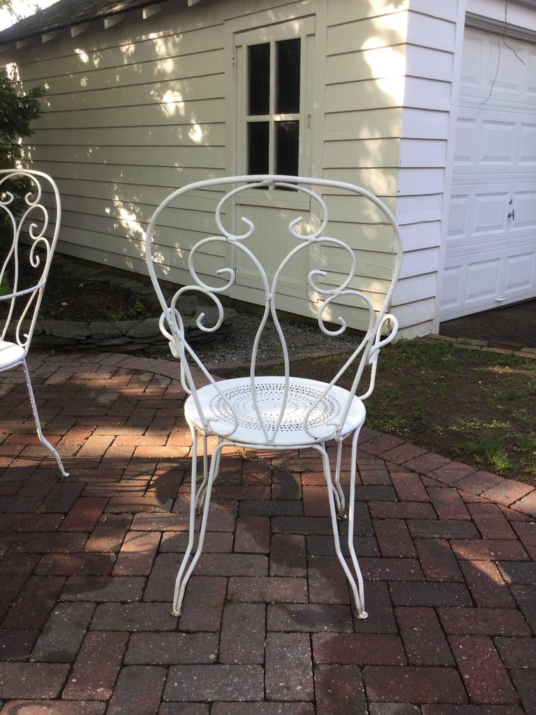 Charming Vintage French Bistro Dining Table and Chairs In Good Condition For Sale In Hopewell, NJ
