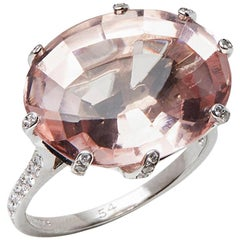 Chaumet 18 Karat White Gold Morganite Attrape-Moi-Toile de Givre Cocktail Ring