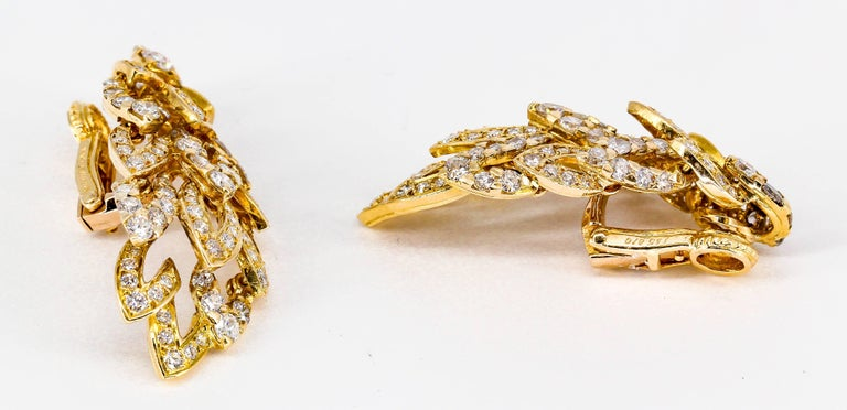 Chaumet Diamond and Gold Wings Ear Clips In Excellent Condition For Sale In New York, NY