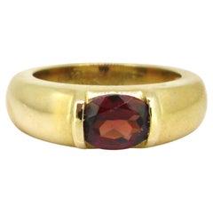 Chaumet Garnet Band Ring, 18 Karat Yellow Gold, France