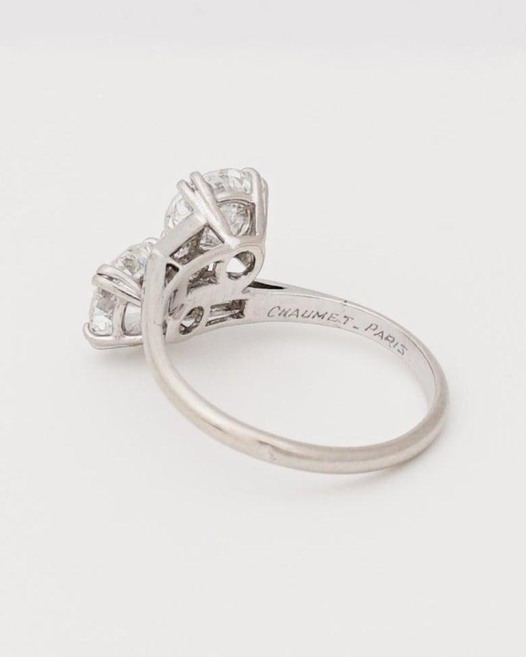 Chaumet, Paris, A Toi & Moi Diamond (G/ VVS2) and Platinum Ring, circa 1950 In Good Condition For Sale In Paris, FR