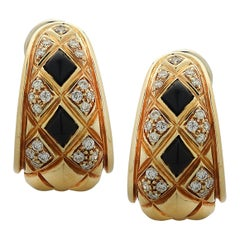 Chaumet Paris Diamond and Onyx Quilted 18 Karat Yellow Gold Hoop Earrings