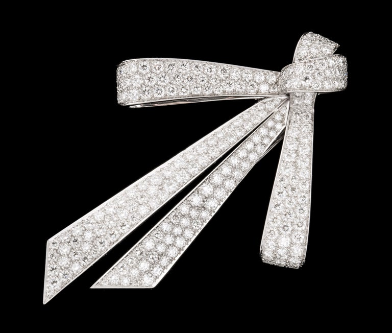 Chaumet Paris Diamond Bow Brooch In Excellent Condition For Sale In Bal Harbour, FL