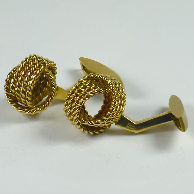 Chaumet Paris Gold Knot Cufflinks In Good Condition For Sale In London, GB