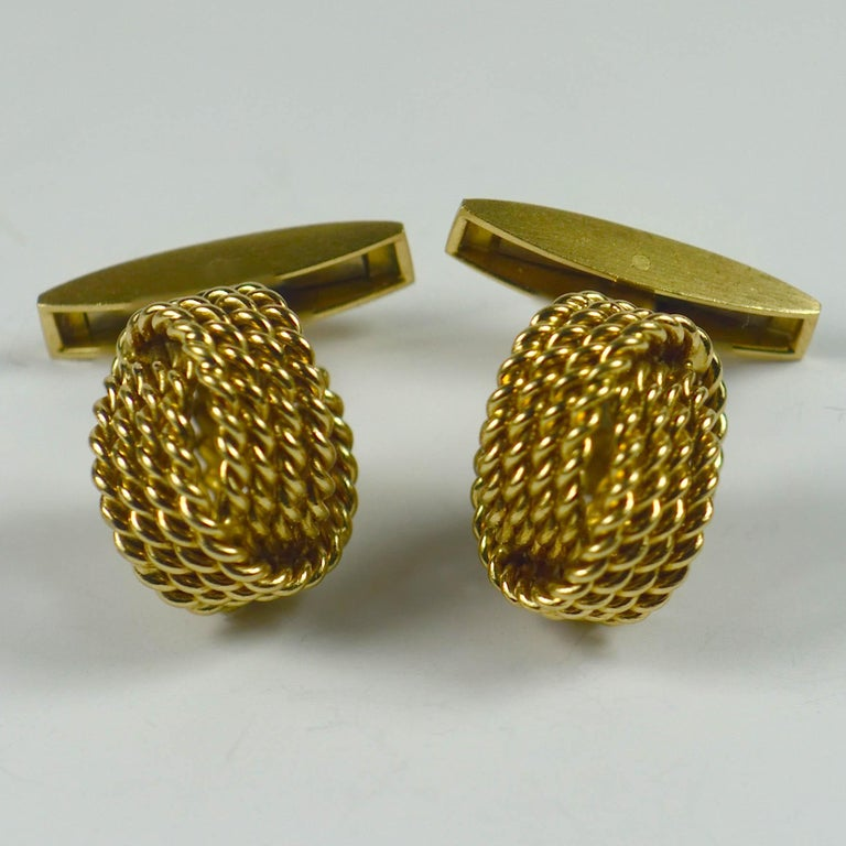 Chaumet Paris Gold Knot Cufflinks For Sale 1