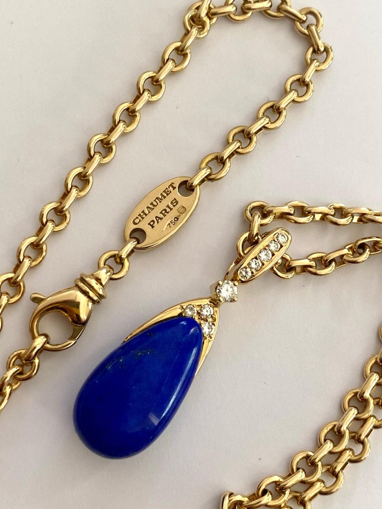 Chaumet Paris, Necklace with Pendant, Lapis Lazuli and 9 Diamonds In Good Condition For Sale In Heerlen, NL