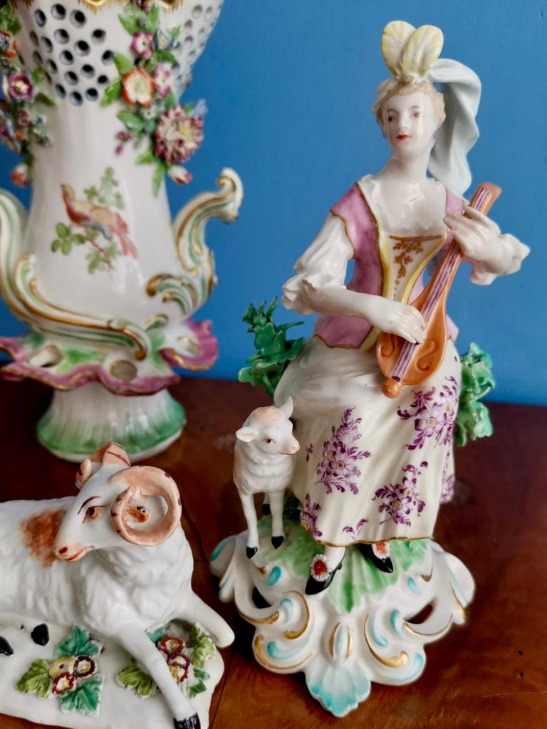 This is a beautiful Chelsea-Derby figure of a lady with a lute made in circa 1770. This figure had been issued previously by Derby (in the early 1760s) and this is a re-issue from the early period when Derby had bought the Chelsea factory. The